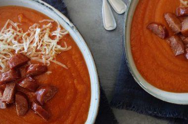 tomatsuppe med røde linser og søtpotet